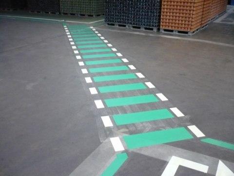 Flucht- und Fußwegmarkierung